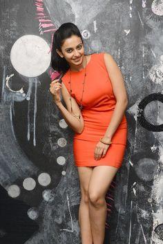 Yaariyan Hottie Rakul's Sexy Poses