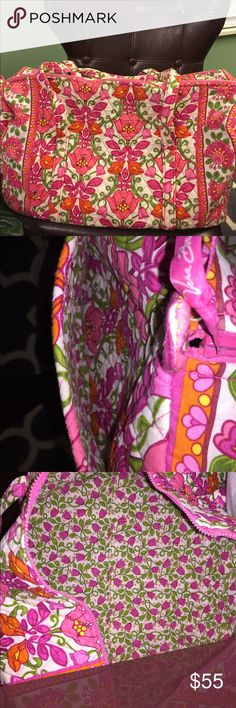 🌷🌷NEW LISTING🌷🌷Vera Bradley Large Duffel Like New!! Vera Bradley Large Duffel in Lillie Belle! Pet Free Smoke Free Home! Please check out my other listings for bundle opportunities! Vera Bradley Bags Travel Bags