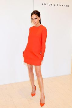 Victoria Beckham Proves You Can Make Spring's Hottest Shade Look Subtle and Chic♦ℬїт¢ℌαℓї¢їøυ﹩♦ Fashion Mode, Star Fashion, Look Fashion, Fashion Design, Tokyo Fashion, Petite Fashion, Fashion Trends, Moda Victoria Beckham, Victoria Beckham Style