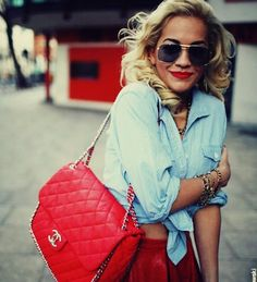 Love the color of this Chanel bag !