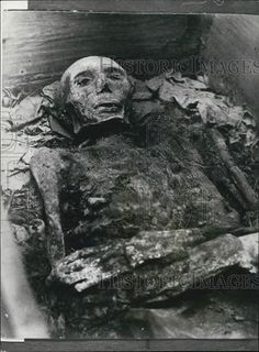 This is an original press photo. Queen Margrethe of Denmark has ordered that the third husband of Mary, Queen of Scots should receive a proper burial, nearly 400 years after his death. This photo shows the mummified body of James, Earl of Bothwell, who was forced into exile and died at Dragsholm Castle in 1578.