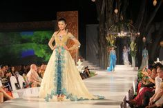 """The excellence of """"Kebaya"""" by Monika Weber"""