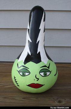 Bride of Frankenstein painted pumpkin (gourd). Humour Halloween, Halloween Gourds, Halloween Bottles, Halloween Projects, Holidays Halloween, Halloween Crafts, Happy Halloween, Holiday Crafts, Halloween Party
