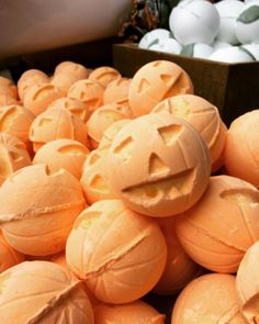 The Jack-o-lantern bath bombs smell like sweet vanilla and warm cinnamon. YUM.