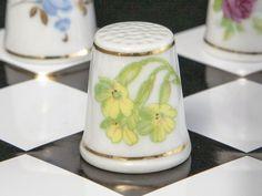 Náprstek z porcelánu - Včela a petrklíč