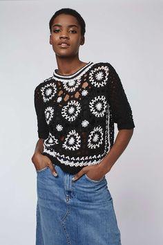 Черная строгая блуза от известного дизайнера Оскар де ла Рента 2013г.: Вот еще одна модель со страниц интернет-магазина 2016г.: