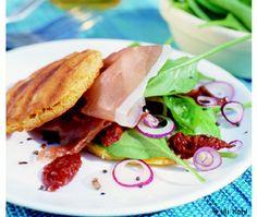 Gegrillte Maistaler mit Prosciutto & mediterranem Salat