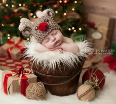 Newborn Christmas Pictures, Newborn Pictures, Baby Pictures, Cute Babies Photography, Newborn Baby Photography, Baby Shots, December Baby, Monthly Baby Photos, Foto Baby