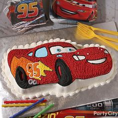 The birthday boy and his buds will eat up this rad Lightning McQueen cake! Click for deets + more zoomin' Cars party ideas!