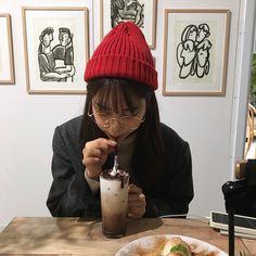 Girl Korea, China Girl, Ulzzang Girl, Nayeon, Girl Crushes, Korean Girl, Mini Albums, Knitted Hats, Winter Hats