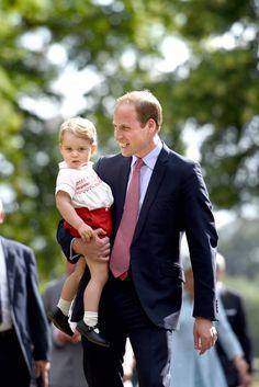 """""""George ist ein kleines Äffchen"""" Prinz George verzaubert nicht nur die ganze Welt. Auch seine Eltern sind richtig vernarrt in den süßen Knirps. Wie Papa William nun ins Schwärmen geriet, seht ihr hier ..."""