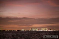 Cancún iluminado #noche #Cancun #MarCaribe #viaja