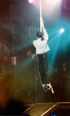<3 Michael Jackson <3 - rare photo of him clowning around on stage :)