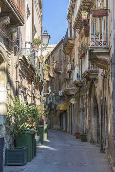 Italy, Sicily, Syracuse, Old town, Via Consiglio Reginale