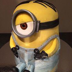 Nydelig minions-kake laget av @et_lite_kakehjem ! #bursdagskake #bursdag #minions #cake #kake #designkake #minion #instacake #slikkepott #marzipan #marsipan #nrkmat
