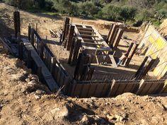 ag 30januari 2015. Alles staat klaar voor het beton. Door een misverstand is de grote betonpomp naar de Spaanse grens gestuurd. Helaas niets aan te doen vandaag. Dus maandag word er beton gestort.