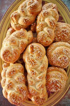 Armenian Manti Recipe, Armenian Recipes, Armenian Food, Kebab Recipes, Flatbread Recipes, Empanadas, Mini Pizza, Sweet Pastries, Middle Eastern Recipes