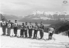 Jovenes esquiadores de Barioche, Ca. 1935 (Colección Beverggi en Archivo Visual Patagónico)
