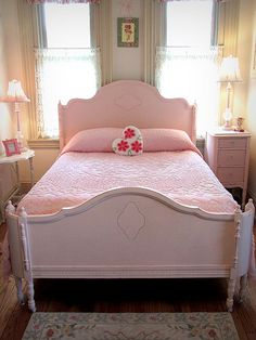 It's PINK! Antique Pink Full Size Bed