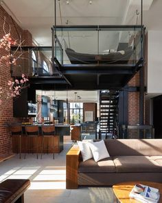 n industrial loft design was meant for an artist and it combines the best of both worlds. A living area and a workshop. This industrial interior loft is a wonde Style At Home, Modern Interior, Interior Architecture, Room Interior, Apartment Interior, Apartment Goals, Luxury Interior, Apartment Design, Contemporary Architecture