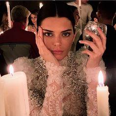 ᴷᴱᴺᴰᴬᴸᴸ ᴶᴱᴺᴺᴱᴿ February 27 2020 at fashion-inspo Kendalll Jenner, Kardashian Jenner, Kardashian Kollection, Kourtney Kardashian, Kendall Jenner Mode, Kendall Jenner Selfie, Estilo Jenner, Jenner Family, Jenner Sisters