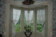 bay window curtain configuration