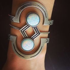 Opal - Oh I wish I could wear bracelets! Opal Jewelry, Wire Jewelry, Cuff Bracelets, Bangles, Women's Accessories, Jewelry Design, Jewelry Ideas, Fashion Jewelry, At Least