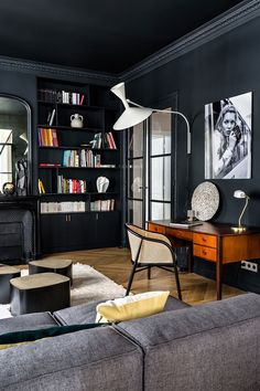 Herringbone flooring, light walls and black decor elements - this combination formed the basis of the exquisite design of this modern apartment in Paris. ✌Pufikhomes - source of home inspiration White Apartment, Parisian Apartment, Apartment Design, Room Inspiration, Interior Inspiration, Inspiration Boards, French Interior, Black Decor, Contemporary Interior