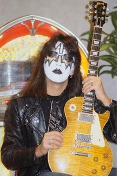 Ace Frehley with his 1959 Gibson Les Paul Standard Gibson Les Paul Supreme, Gibson Les Paul Slash, Gibson Les Paul Sunburst, Gibson Les Paul Tribute, 1959 Gibson Les Paul, Epiphone Les Paul, Les Paul Custom, Les Paul Standard, Jimmy Page