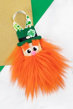 Learn how to make a fun popsicle stick leprechaun craft with our step-by-step directions and video tutorial. it's the best st. patrick's day craft for kids! Popsicle Stick Crafts, Popsicle Sticks, Craft Stick Crafts, Preschool Crafts, Fun Crafts, Wood Crafts, St Patricks Day Crafts For Kids, Crafts For Kids To Make, Kids Diy