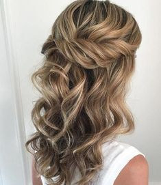 Wedding Hair Down Pretty Half up half down hairstyles - partial updo wedding hairstyle is a great options for the modern bride from flowy boho and clean contemporary,half down half up braided hairstyle with curls,alf up half down straight hair Wedding Hairstyles Half Up Half Down, Best Wedding Hairstyles, Wedding Hair Down, Wedding Hair And Makeup, Up Hairstyles, Straight Hairstyles, Hair Makeup, Straight Updo, Hairstyle Ideas