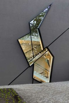 Glass cut out section / Felix Nussbaum Haus Extension by Studio Daniel Libeski