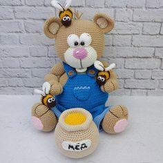 @Regrann from @peekabooekb - Моя двухлетняя мечта воплотилась в реальность! . Два года назад я увидела этого мишутку с бочонком мёда и пчёлками и просто влюбилась в него!!! . Два года не могла решиться его связать! И вот...СВЕРШИЛОСЬ!!! . Как говорится, глаза бояться, а руки делают!!! . Честно: я довольна результатом!!! Он просто обалденный!!! . Мишка с бочонком мёда В НАЛИЧИИ! Высота 25см. Основной материал хлопок+акрил. Цена: 2000р.+доставка почтой России. http://peekaboo...