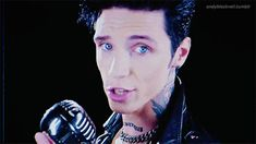 ocean blue eyes & smiles (x) Black Viel Brides, Black Veil Brides Andy, Andy Black, Andy Biersack, Bvb Fan, Ocean Blue Eyes, I Have A Crush, Cosplay Outfits, Lady And Gentlemen