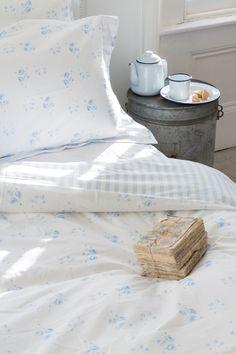 King Bedding Sets For Sale Shabby Chic Farmhouse, Shabby Cottage, Cottage Style, Bedding Sets Online, Luxury Bedding Sets, Bedding Inspiration, Black Bed Linen, Natural Bedding, Blue Home Decor