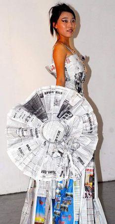 """robe """"à la page"""" - Université de  Hainan - à partir de journaux nationaux (Xinhua - Le quotidien du peuple, etc ...)"""