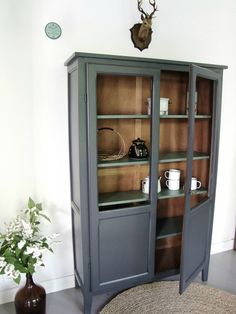 Armoire parisienne semi-vitrée by Pataluna. Art Deco Furniture, Paint Furniture, Upcycled Furniture, Furniture Makeover, Furniture Design, Old Cabinets, Classic Bathroom, Farmhouse Furniture, Home Staging