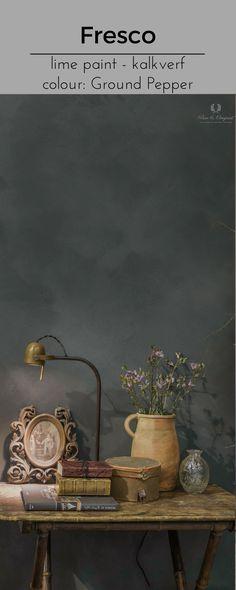 Nice atmosphere you create with Fresco lime paint in the colour Ground Pepper. Een mooie sfeer kun je creëren met kalkverf. Hier is de kleur Ground Pepper gebruikt. Cred: De Potstal.  For more information, click on the picture of go to www.pure-original.nl