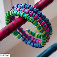 drevený etno náramok hravých farieb - 3 otočky
