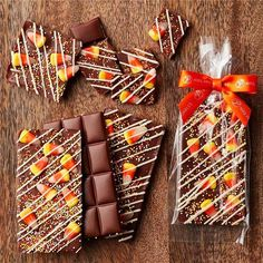 Easy Candy Recipes, Chocolate Candy Recipes, Chocolate Treats, Chocolate Bars, Chocolate Covered Pretzel Rods, Chocolate Dipped, White Chocolate, Halloween Candy Bar, Halloween Treats