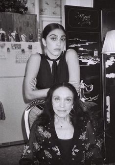 Lourdes Leon and her grandma, this is art Eyebrows Goals, Madonna Pictures, Madonna 80s, Mother Knows Best, Lilac Hair, Cher, Jennifer Aniston, Katy Perry, Business Women
