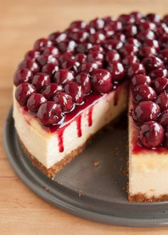 How to Make Perfect Cheesecake – Susan Zink How to Make Perfect Cheesecake Here's a step-by-step recipe for creamy, no-fail cheesecake. We explain water baths, best ingredients, and all the smartest tips for perfect cheesecake. Perfect Cheesecake Recipe, Ultimate Cheesecake, Cheesecake Cake, Cheesecake Bites, Cherry Topping For Cheesecake, Cheesecake Squares, Cheesecake Pudding, Gluten Free Cheesecake, How To Make Cheesecake