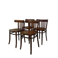 Zestaw czterech krzeseł Radomsko (Thonet- Mundus) z lat 40, sygnowane.Krzesła zaliczają się do klasyki wzornictwa… Bentwood Chairs, Dining Chairs, Outdoor Tables, Outdoor Decor, Outdoor Furniture, Home Decor, Tin Cans, Decoration Home, Room Decor