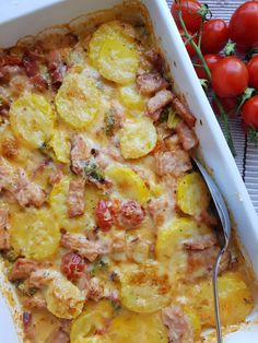 Kassler gratin with broccoli and tomatoes - Easy Cooking, Cooking Recipes, Healthy Recipes, Easy Meals For Kids, Snacks Für Party, Dessert For Dinner, Everyday Food, Vegetable Recipes, Food Videos