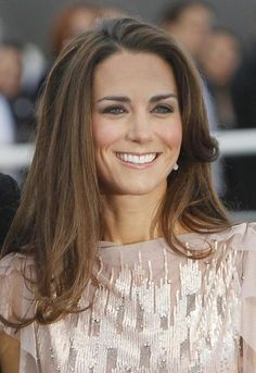 Kate Middleton Casual Hairstyles & Recommended Makeup Products