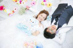 頭を触ったり、腕枕したり♡寝ころびショットを撮るなら【新郎さんの手の位置】が超重要! | marry[マリー]