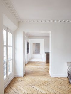 Volta is a minimalist house located in Paris, France, designed by septembre. The interior features characteristic ceilings found on most Paris apartments. (7)