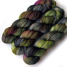 Hey, diesen tollen Etsy-Artikel fand ich bei https://www.etsy.com/de/listing/479623013/lace-merino-cashmere-and-nylon-yarn