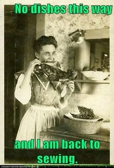 Eat How can they possibly explain these strange photos from the past. Funny Vintage Photos, Photo Vintage, Vintage Humor, Vintage Photographs, Funny Photos, Vintage Bizarre, Creepy Vintage, Creepy Pictures, Old Pictures