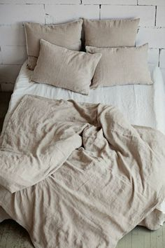 Refresh your bed with our linen duvet cover in grey blue (dark blue). Stone washed European linen covers for duvets and comforters. Beige Duvet Covers, Washed Linen Duvet Cover, Ikea Duvet Cover, Twin Duvet Covers, Pillow Covers, Murphy Bed Ikea, Black Bed Linen, Natural Bedding, Minimalist Decor